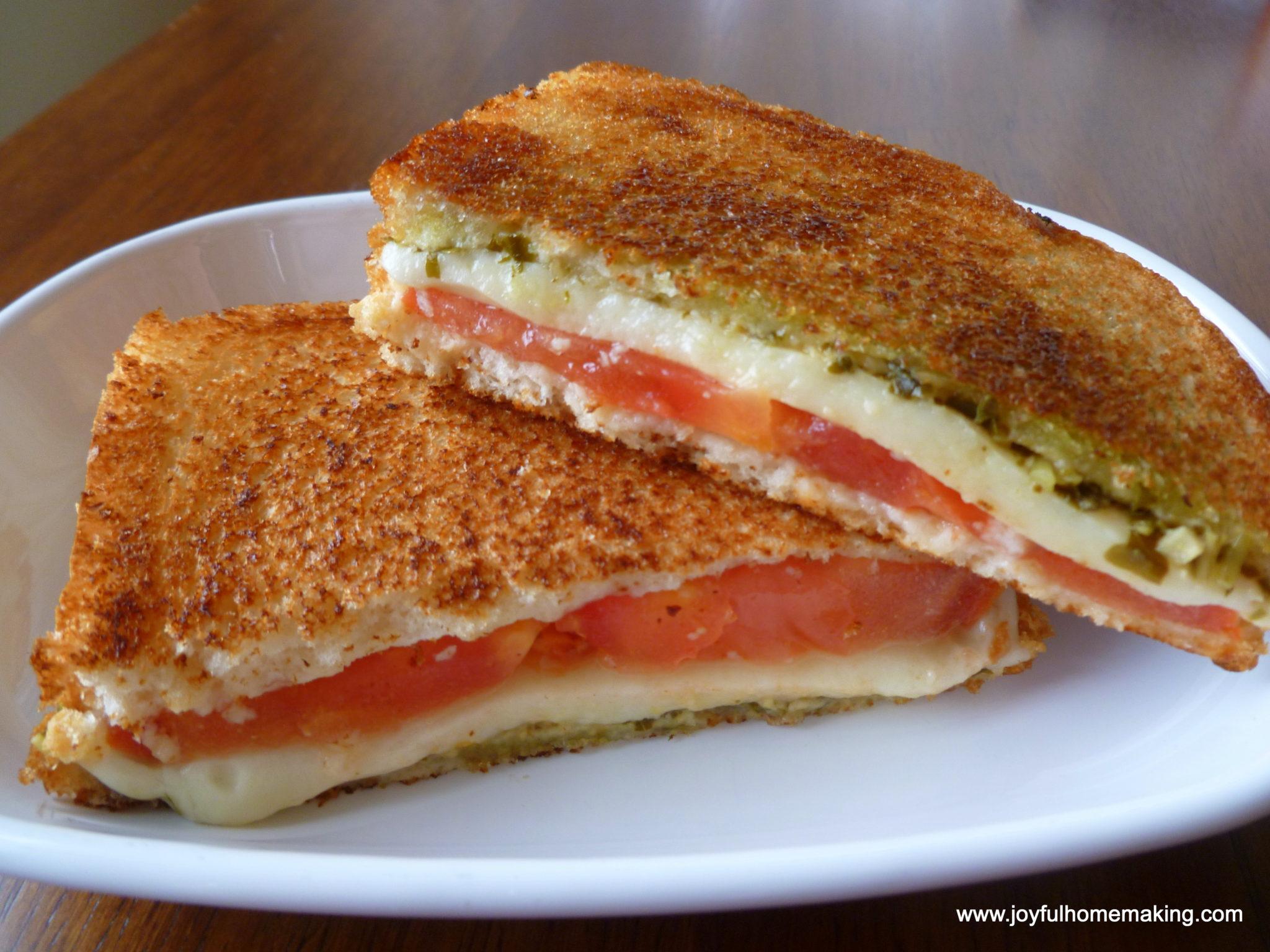 ... .com/2013/03/pesto-tomato-mozzarella-grilled-cheese-sandwich.html