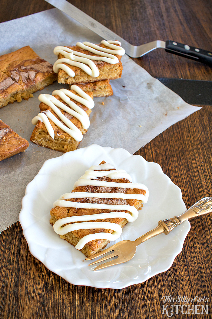Cinnamon-Roll-Blondies-from-This-Silly-Girls-Kitchen-4