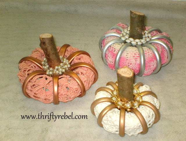 stuffed-shower-curtain-ring-pumpkins