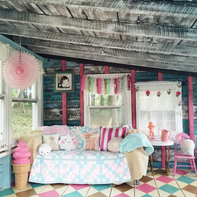 she-shed-turned-playroom-decorated-700x700pp_w670_h670