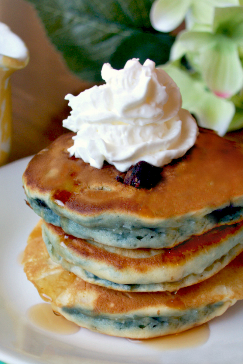 Easy Fluffy Blueberry Pancakes