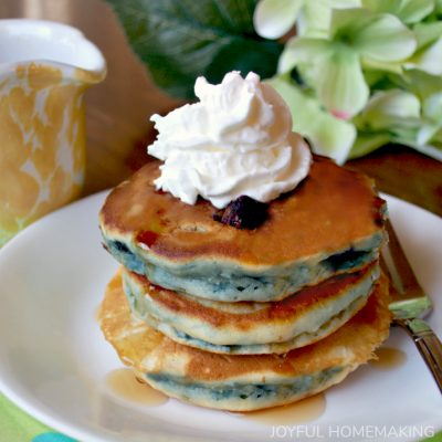 Easy Fluffy Blueberry Pancakes