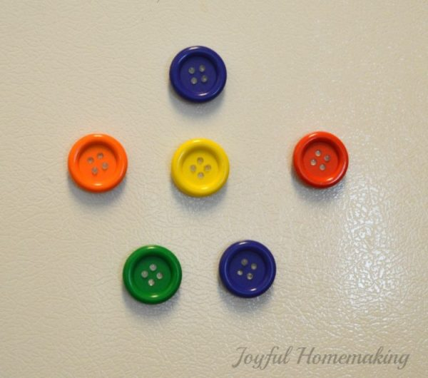 https://joyfulhomemaking.com/2014/05/button-magnets.html