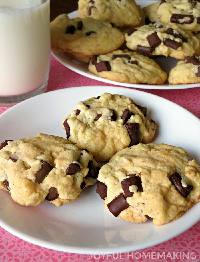Need a super fast yummy chocolate cookie recipe? This is it! #cakemixcookie #chocolatechipcookie #cakemixchocolatechipcookie
