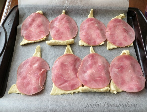 chicken cordon bleu crescent roll ups