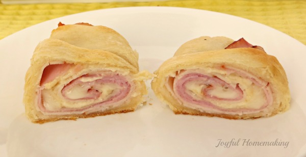 chicken cordon bleu crescent roll ups2