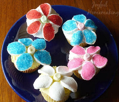 marshmallow flower cupcakes2