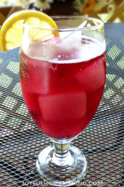 , Sparkling Lemonade Floats, Joyful Homemaking